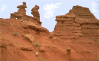Sandstone figures in Konorchok. Click to enlarge